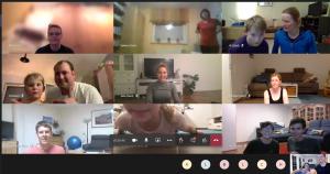 Ein paar Teilnehmer sind im Trainings-Meeting per Webcam zugeschaltet.